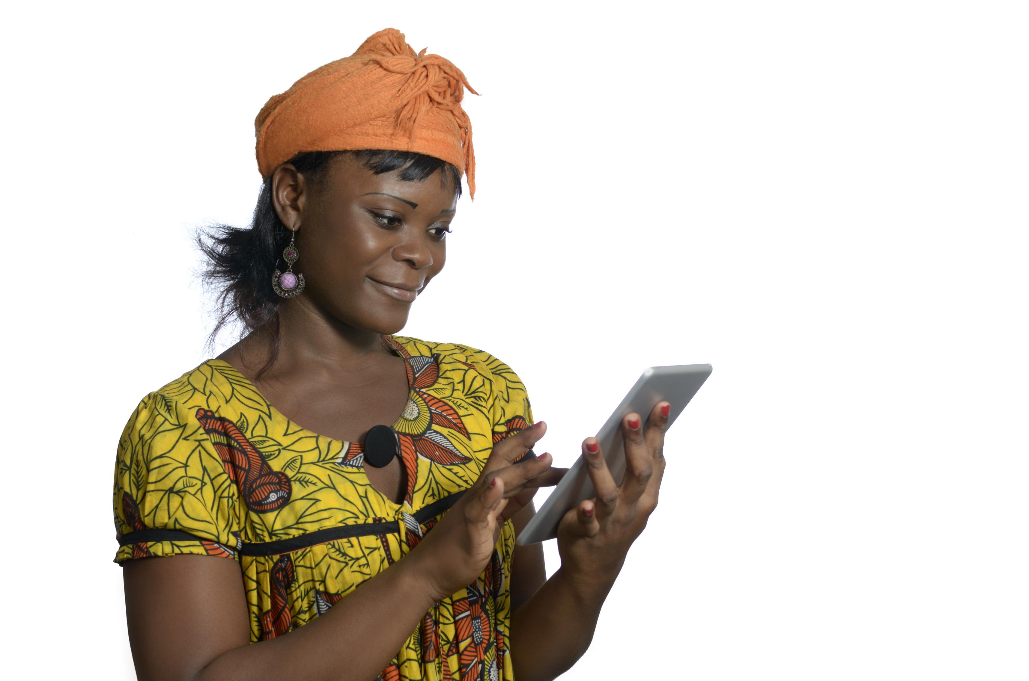 Afrikanische Frau mit Tablet PC, Studio Shot